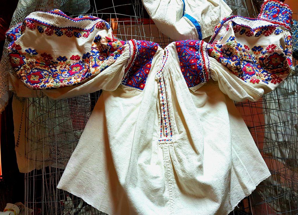 Ie traditionala romaneasca