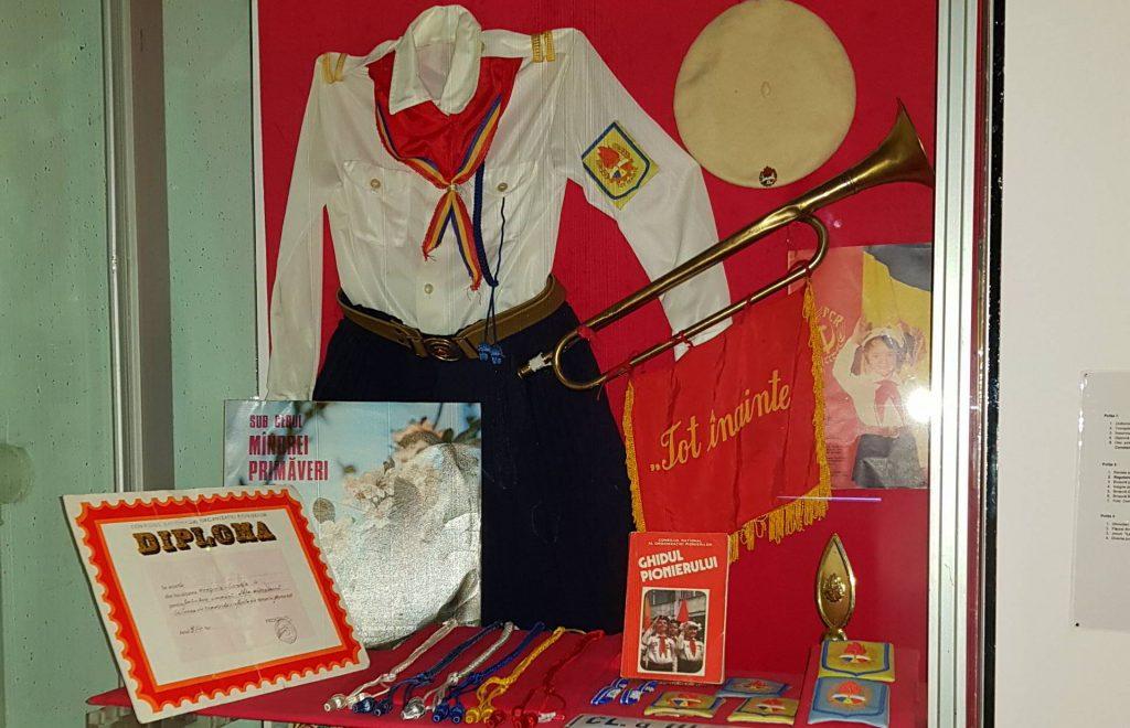 comunismul-in-dobrogea-uniforme-de-pionier