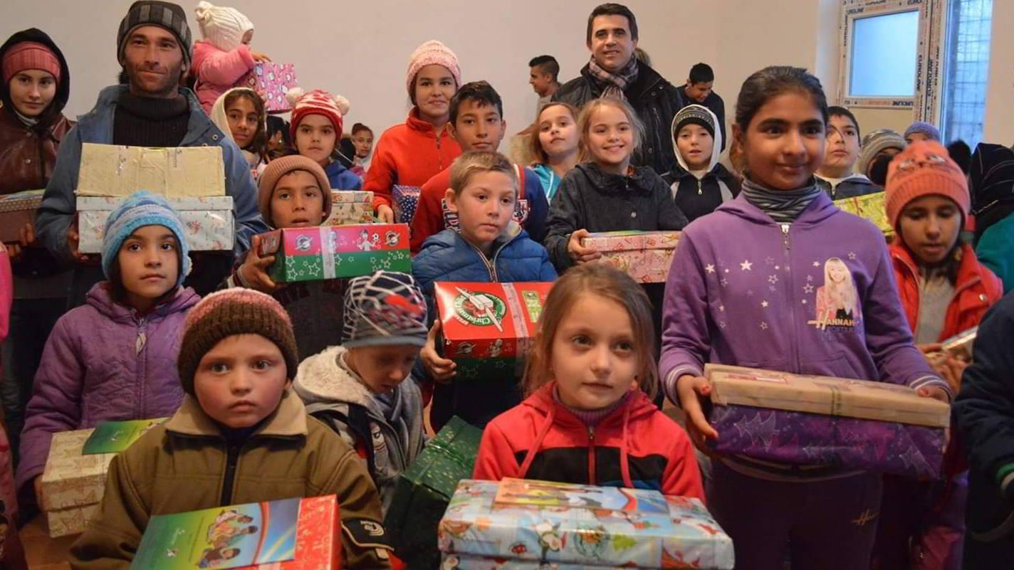 Sute de copii din Delta Dunării abandonează școala din cauza sărăciei, iar în lipsa medicului, părinții îi tratează cu rugăciuni