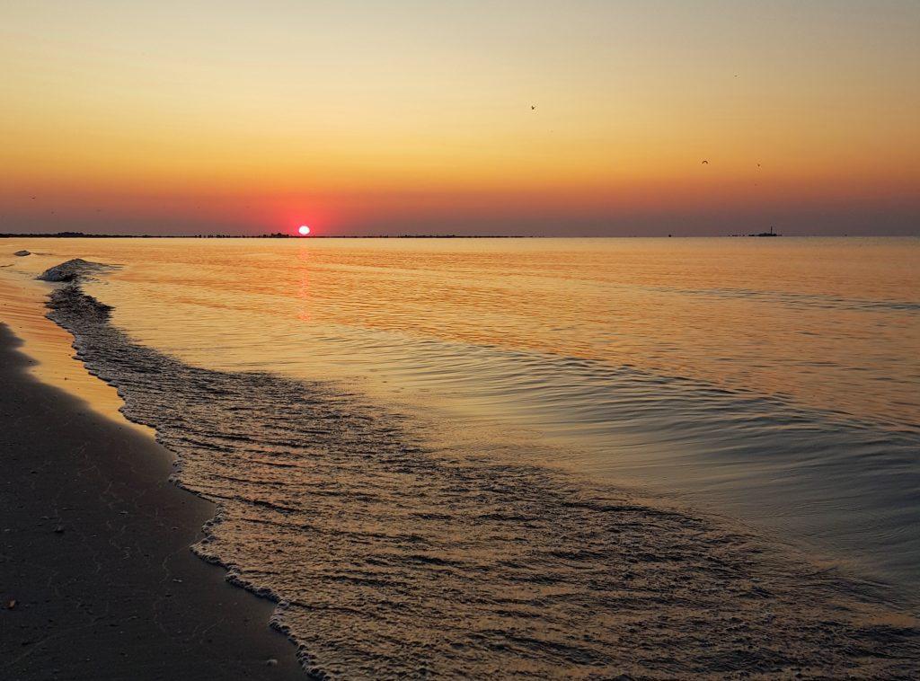 Rasarit-de-soare-pe-plaja-Sulina
