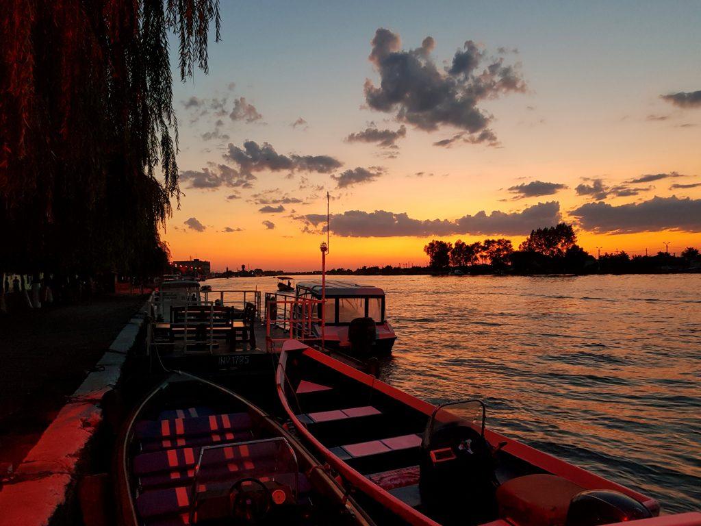 Sulina apus pe Dunare