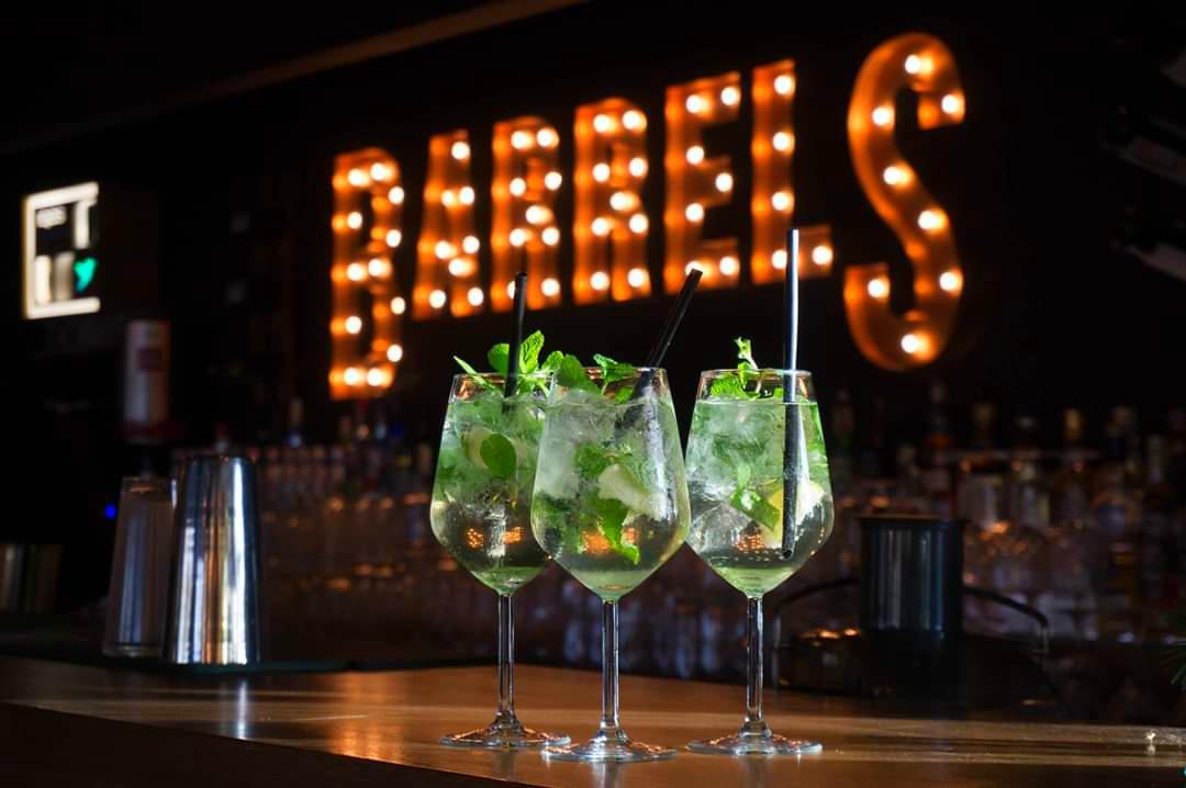 Barrels, pub-ul în care mănânci bine și te distrezi maxim