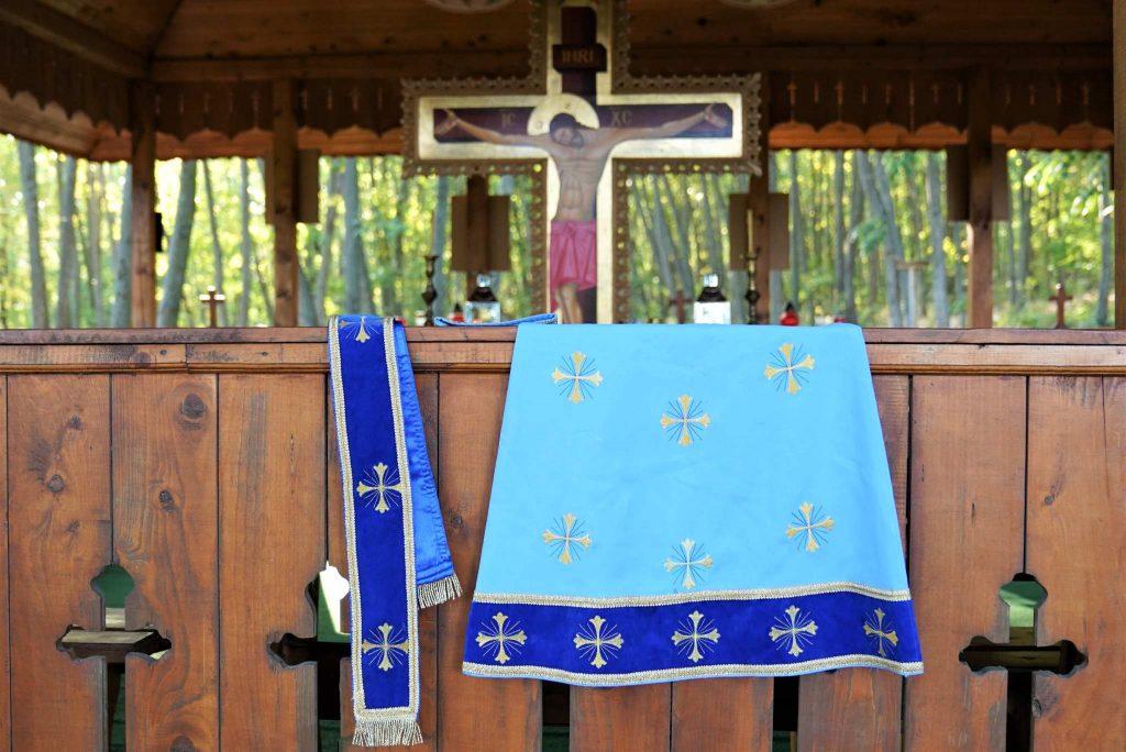 altar-biserica-vara-manastire-valea-teilor-tulcea