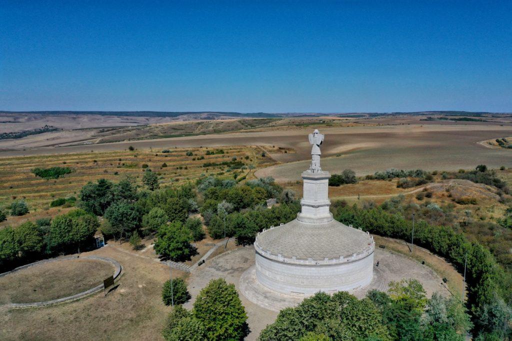 monumentul-tropaeum-traiani-adamclisi-fotografie-drona