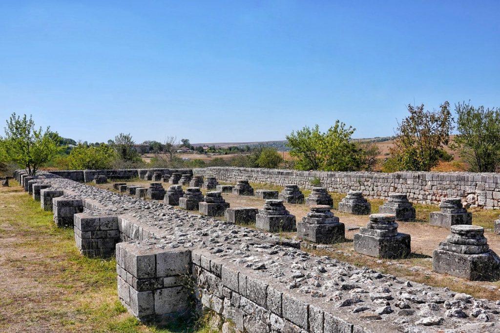 basilica-cetatea-tropaeum-traiani-adamclisi
