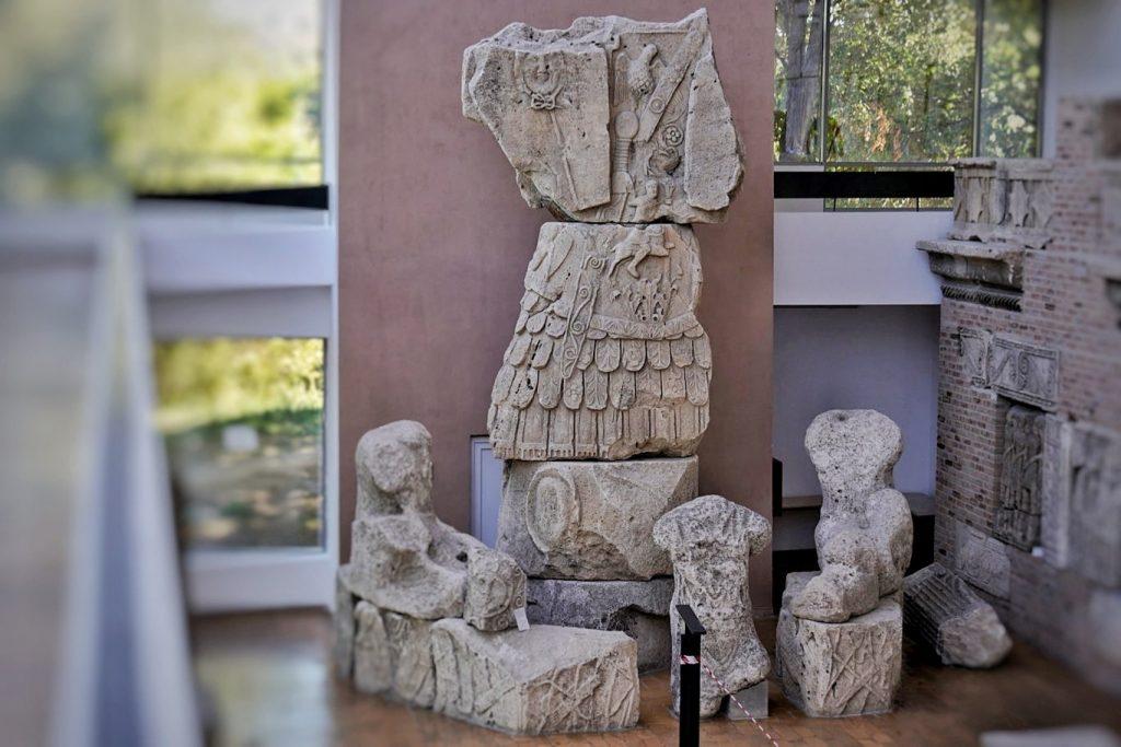 trofeul-monument-tropaeum-traiani-muzeu-adamclisi