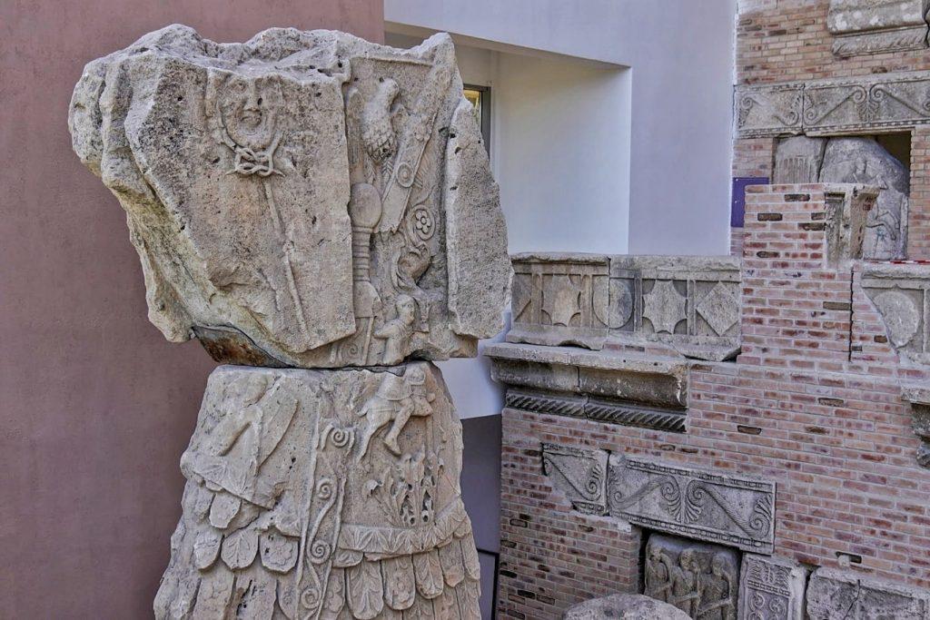 monumentul-tropaeum-traiani-adamclisi-trofeul