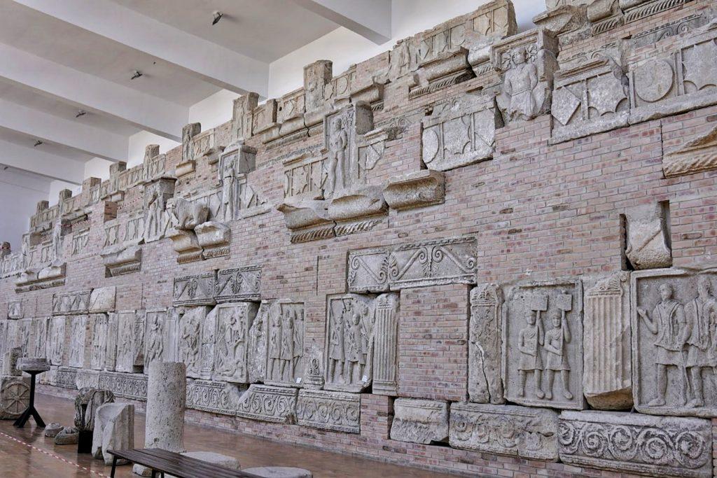 basoreliefuri-muzeu-tropaeum-traiani-adamclisi