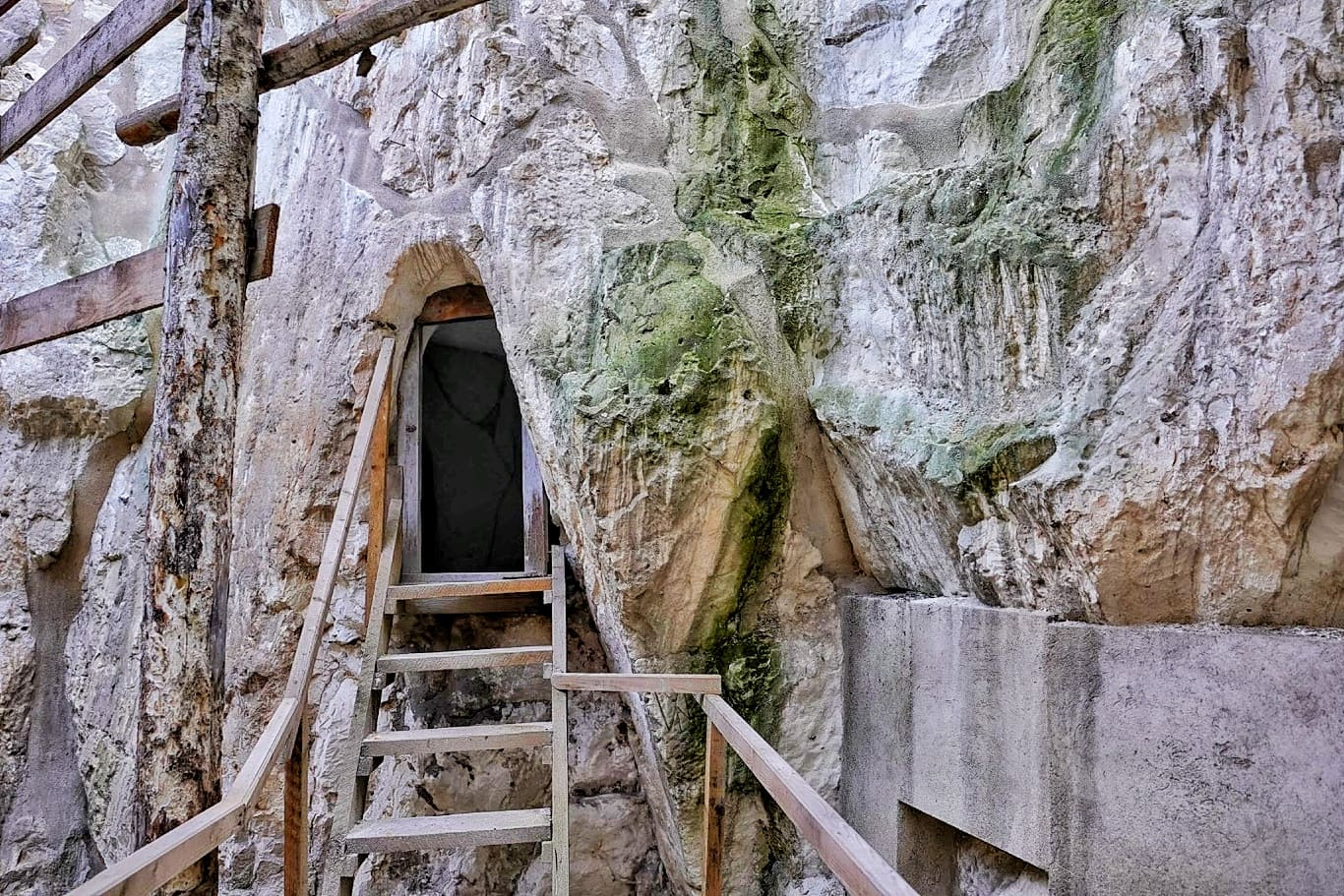 Bisericile din cretă de la Murfatlar, construcția spectaculoasă din Dobrogea, care nu poate fi vizitată
