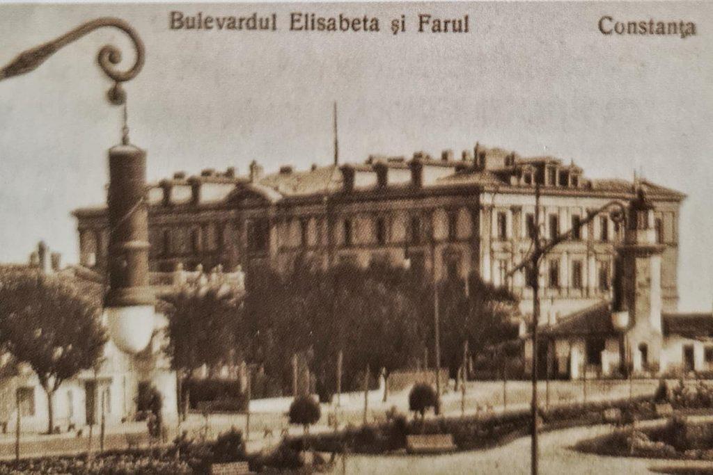 constanta-oras-turistic-Hotel-carol-si-farul-constanta-bulevardul-elisabeta