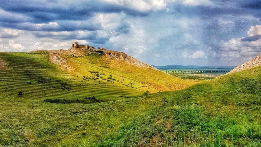 cetatile-din-tulcea-cetatea-enisala-dealul-gras