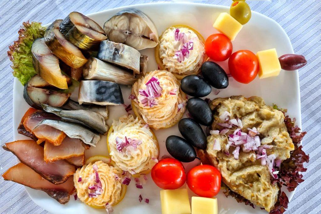 gastronomie-traditionala-pe-vaporul-diana