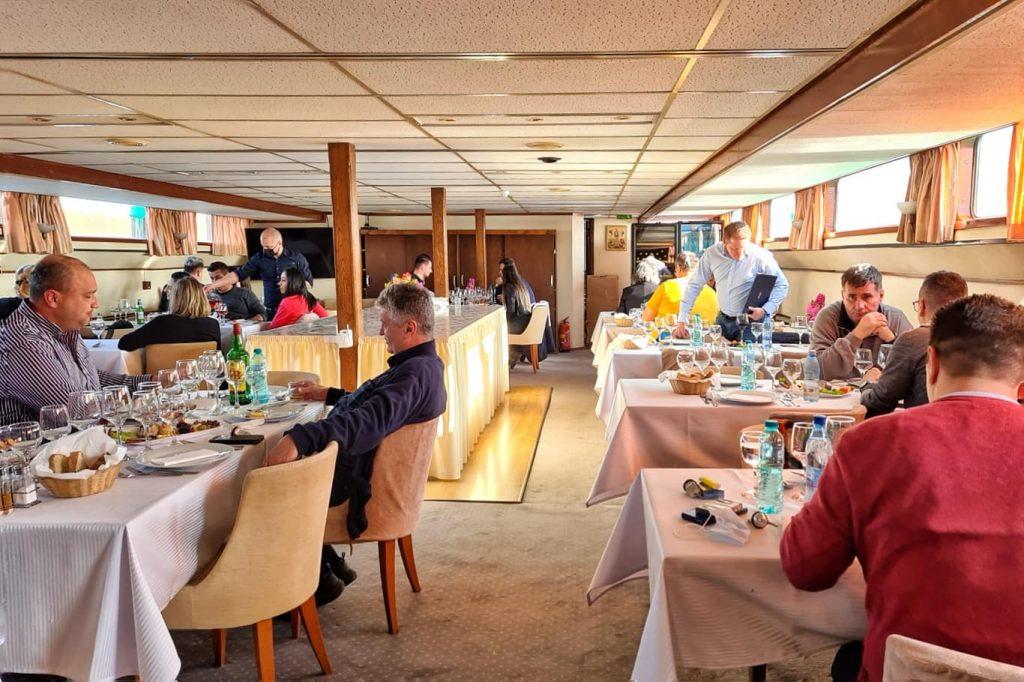 vaporul-diana-restaurant-pe-nava-de-croaziera