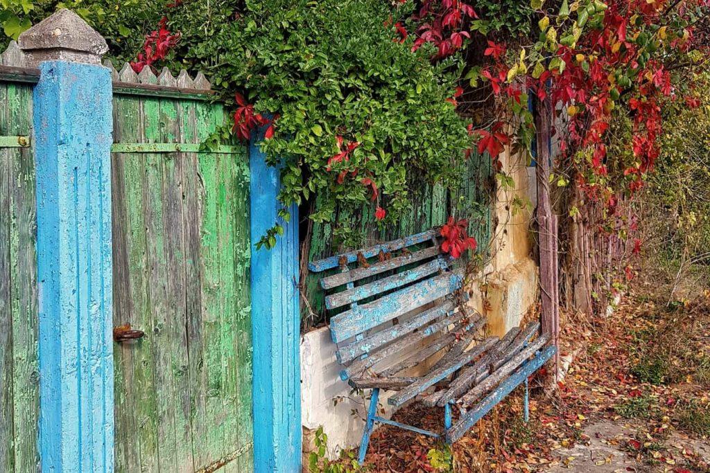 bancuta-de-la-poarta-traditionala-la-casele-rusilor-lipoveni