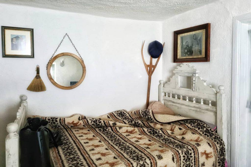 camerele-rusilor-lipoveni-sunt-decorate-cu-fotografii-de-familie