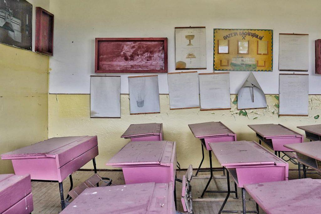 scoala-desfiintata-din-altan-tepe