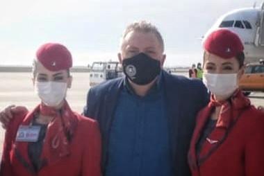 anton-traian-antoniadis-presedintele-comunitatii-elene-constanta-la-aeroportul-mihail-kogalniceanu
