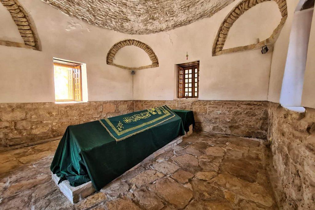 Mausoleul-lui-Sari-Saltuk-Babadag-Tulcea