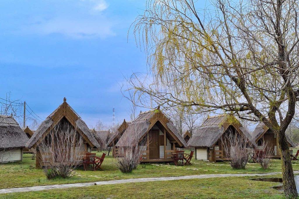 cabane-din-lemn-si-stuf-delta-dunarii