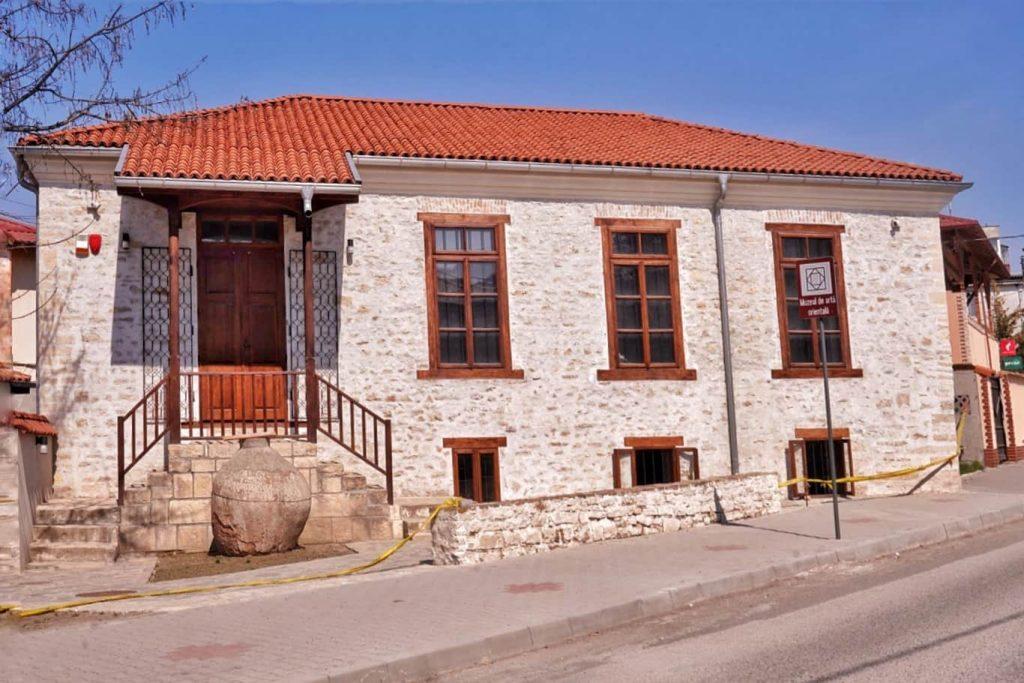 Muzeul-de-arta-orientala-babadag-tulcea