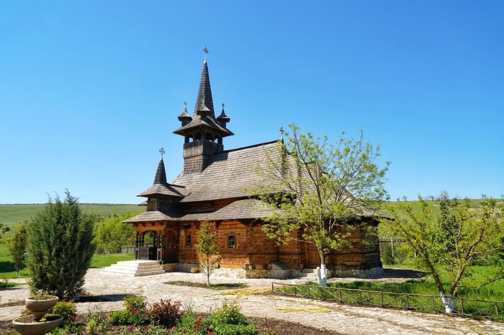 manastirea-sfanta-cruce-izvorul-tamaduirii-comuna-crucea