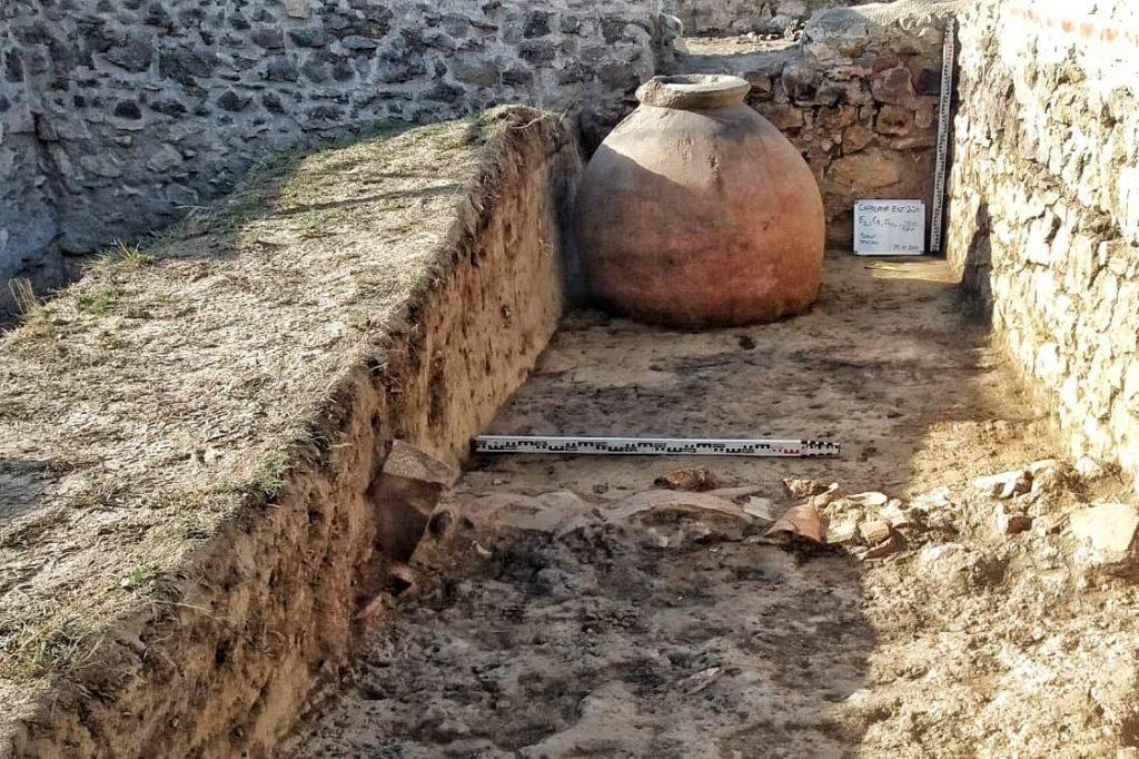 vas-de-provizii-descoperit-in-cetatea-capidava