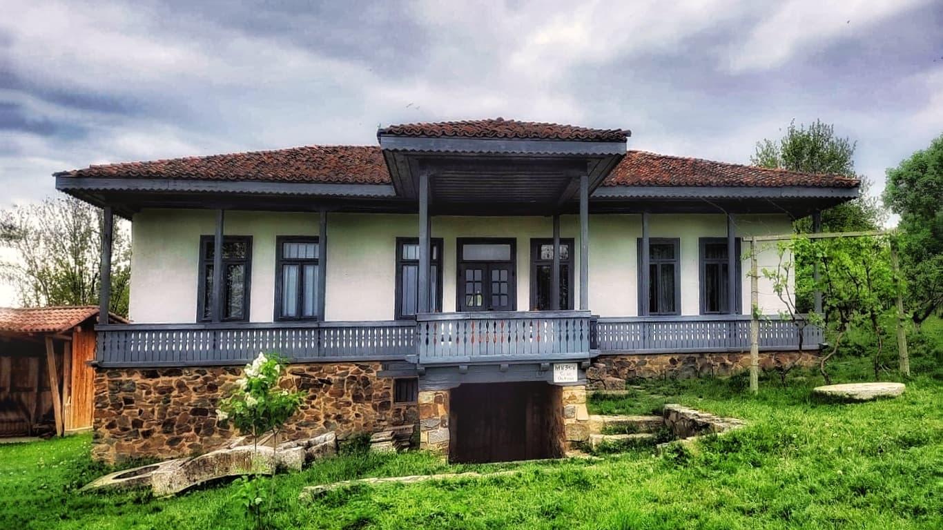 O casă tradițională dobrogeană spune povestea satelor din Dobrogea, la Mănăstirea Dervent