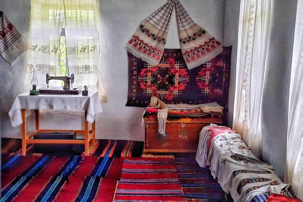 lada-de-zestre-camera-curata-casa-traditionala-dobrogeana