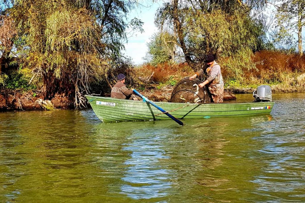 pescari-in-delta-dunarii