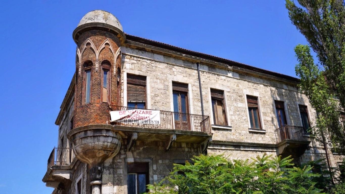 Casa Alléon, monumentul istoric realizat cu piatra de la ruinele unei cetăți antice