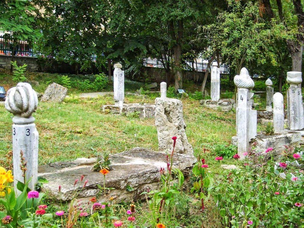 geamia-esmahan-sultan-mangalia-morminte-vechi-de-peste-300-ani