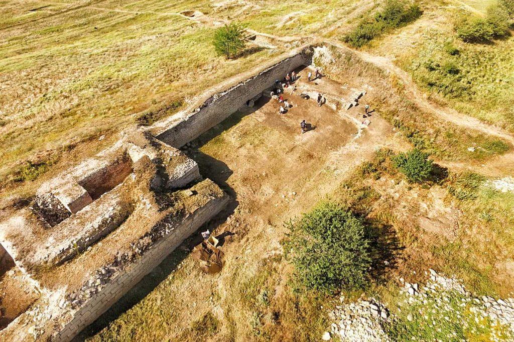 curtina-ibida-sapaturi-arheologice