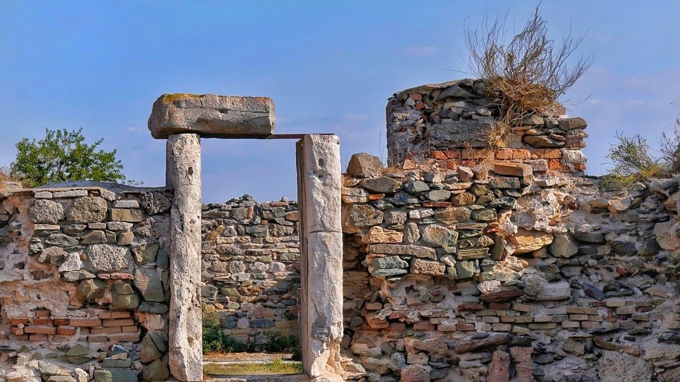 Cetatea Axiopolis nu poate fi cercetată și vizitată, deși se află pe lista indicativă UNESCO