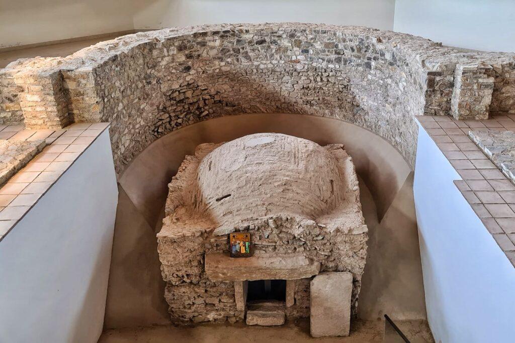 bazilica-de-la-niculitel-cripta-in-care-au-fost-gasiti-sfintii