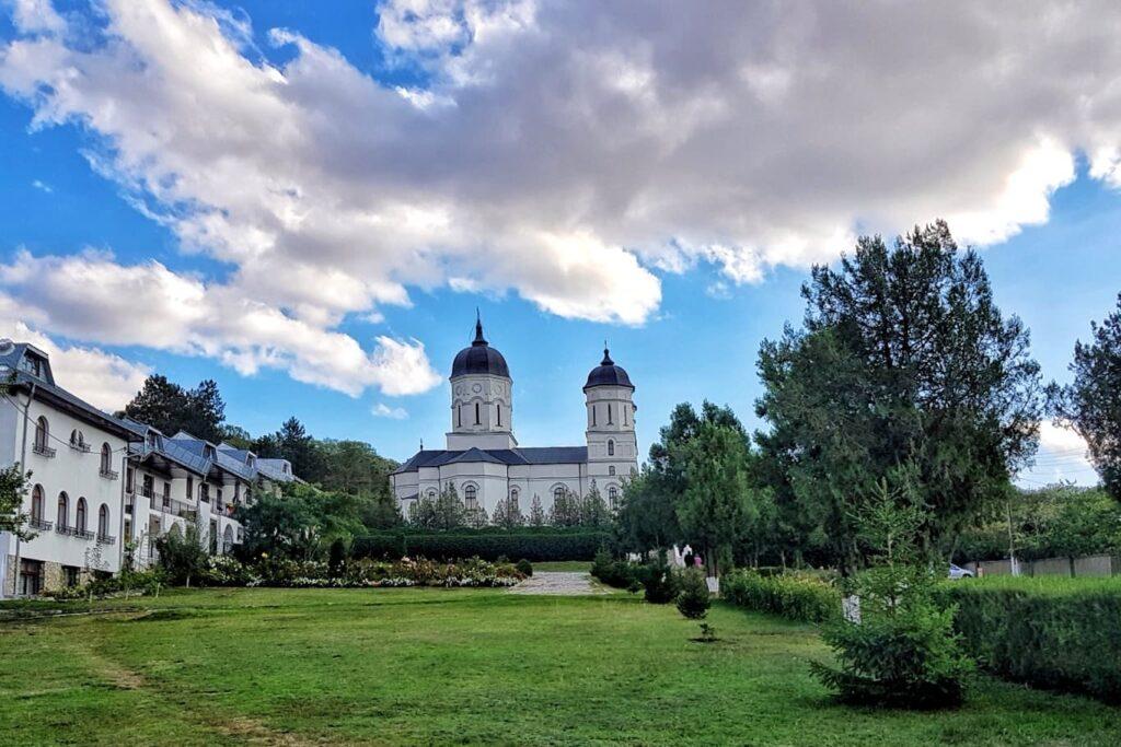 triunghiul-manastirilor-dobrogea-de-nord-manastirea-celic-dere