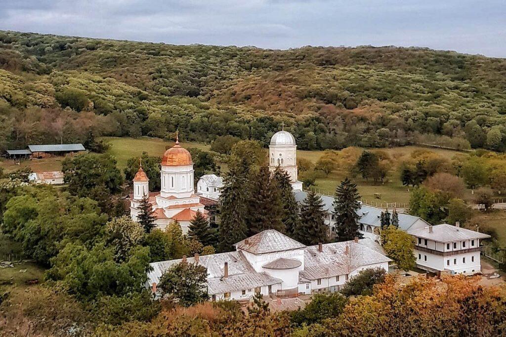triunghiul-manastirilor-dobrogea-de-nord-manastirea-cocos