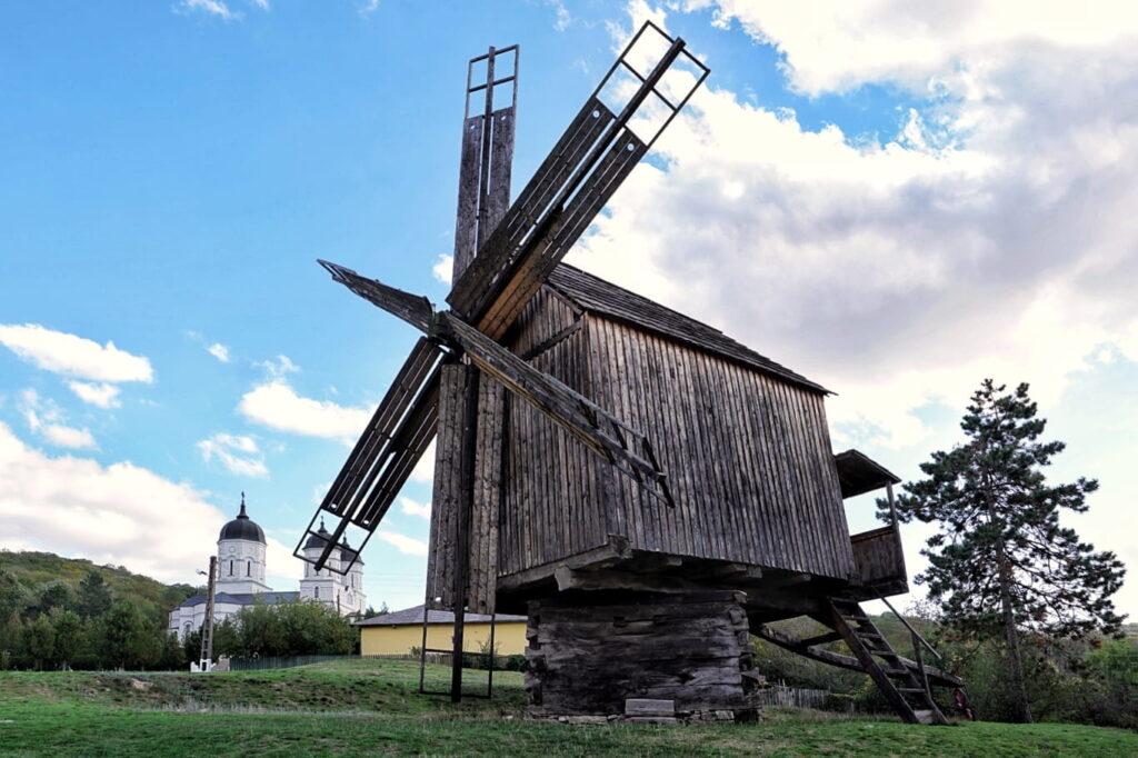 triunghiul-manastirilo-din-dobrogea-de-nord-manastirea-celic-dere