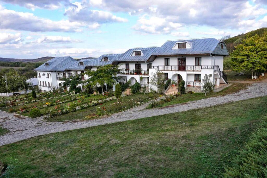 manastirea-celic-dere-triunghiul-manastirilor-dobrogea-de-nord