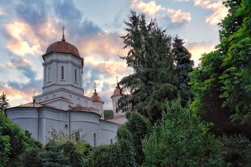 manastirea-cocos-triunghiul-manastirilor-dobrogea-de-nord