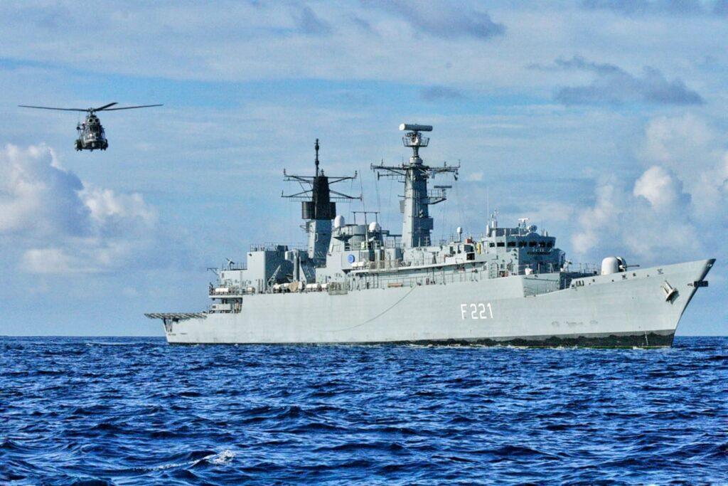 Fregata-regele-ferdinand-f-221