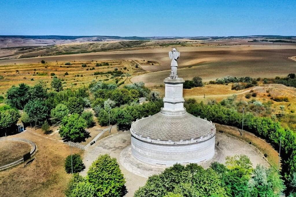monumentul-triumfal-adamclisi-tropaeum-traiani